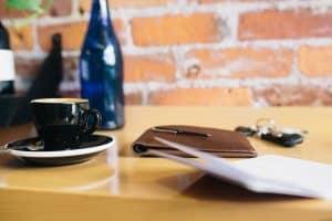 coffee op tafeltje met agenda